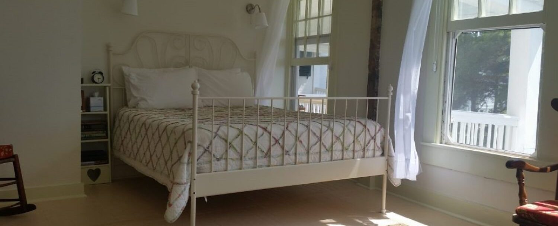 Honey Room - Bed