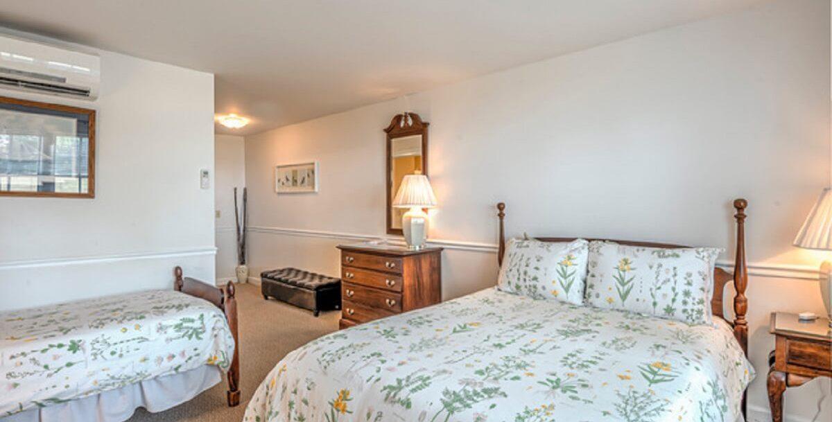 Kemp House | Unit 411 | Bed
