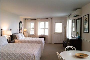 Room 413 - View to door