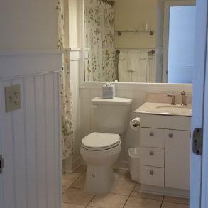 Room 422 - Bath