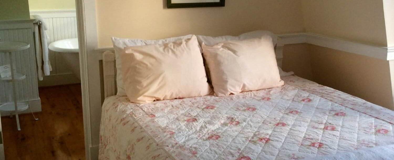 Rose Room - Bed