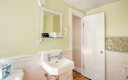 Rose Room | Bathroom